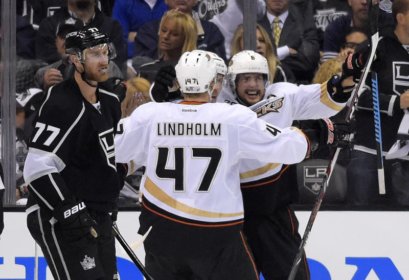 Selanne leads Ducks past Kings 3-2, back in series