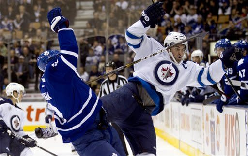 Gustavsson stops 24 shots as Leafs blank Jets 4-0