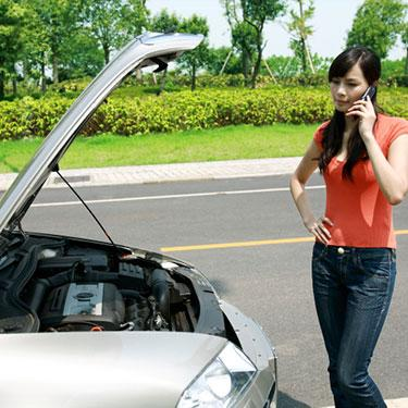 Woman-calling-for-help-with-car_web