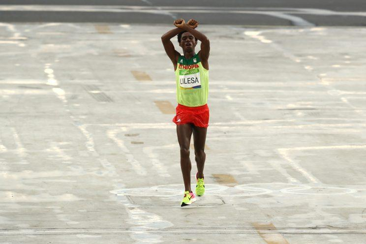 Athletics - Ethiopia's Lilesa makes protest gesture at marathon finish
