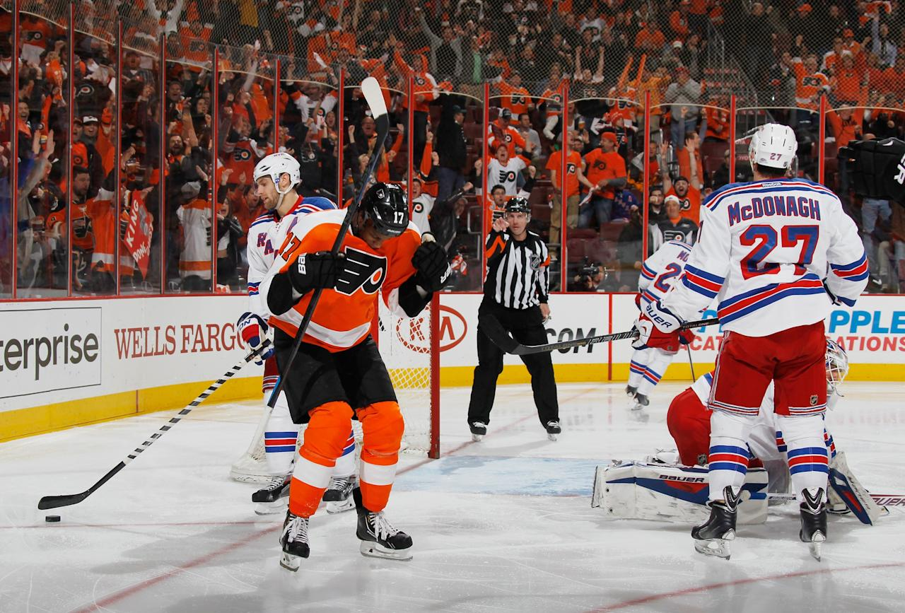 PHILADELPHIA, PA - APRIL 29: Wayne Simmonds #17 of the Philadelphia Flyers celebrates his goal at 1:32 of the second period against the New York Rangers in Game Six of the First Round of the 2014 NHL Stanley Cup Playoffs at the Wells Fargo Center on April 29, 2014 in Philadelphia, Pennsylvania. (Photo by Bruce Bennett/Getty Images)
