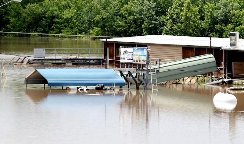 Small towns prepare as flood moves south