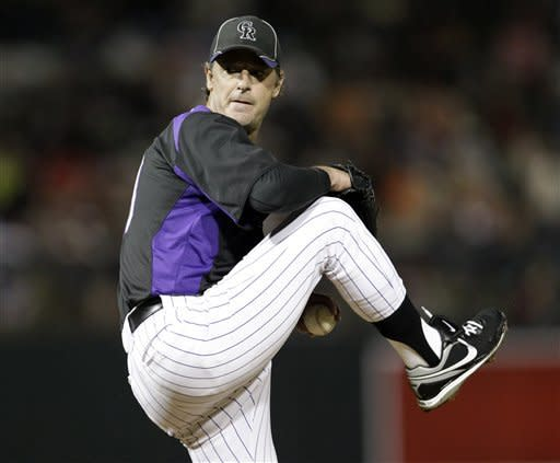 49-year-old Moyer pitches 4 perfect innings