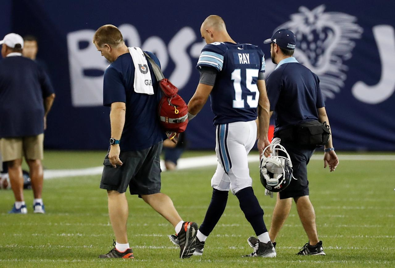 Toronto Argonauts quarterback Ricky Ray leaves the game with an injury against the Montreal Alouettes during the second half of their CFL game in Toronto, July 25, 2016.     REUTERS/Mark Blinch