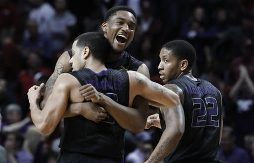 Rodriguez lifts K-State over Oklahoma 52-50