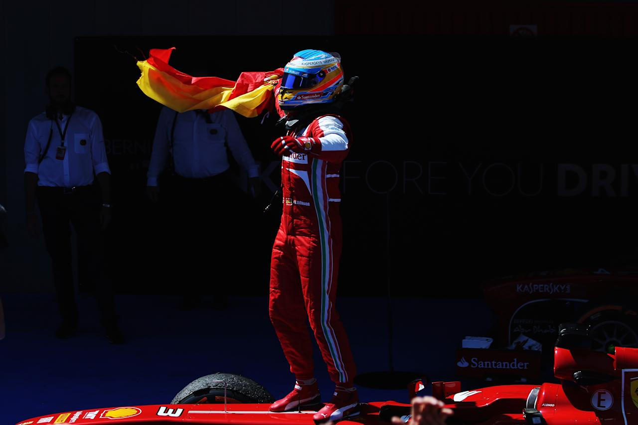 MONTMELO, SPAIN - MAY 12:  Fernando Alonso of Spain and Ferrari celebrates in parc ferme after winning the Spanish Formula One Grand Prix at the Circuit de Catalunya on May 12, 2013 in Montmelo, Spain.  (Photo by Mark Thompson/Getty Images)
