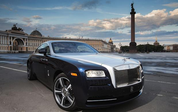 Rolls-Royce Wraith Palace Square Alexander Column St Petersburg Russia