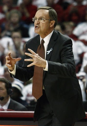 Oklahoma holds on to beat Texas A&M 65-62