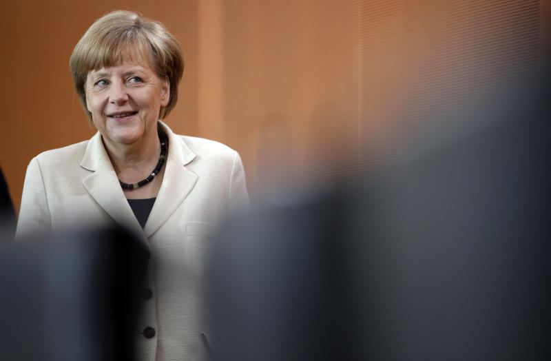 German lawmakers back early retirement plan