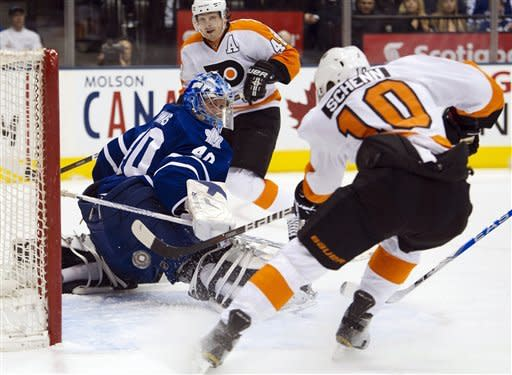 Schenn, Simmonds help Flyers rout Maple Leafs