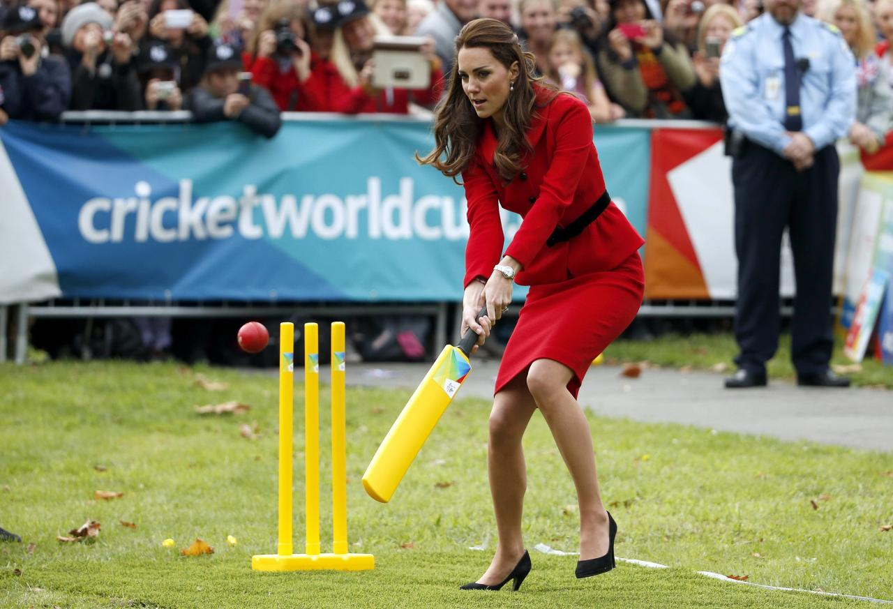 Catherine, the Duchess of Cambridge, tries to hit a ball using a cricket bat as she and her husband, Britain's Prince William, attend a promotional event for the upcoming Cricket World Cup in Christchurch April 14, 2014. The Prince and his wife Kate are undertaking a 19-day official visit to New Zealand and Australia with their son George. REUTERS/Phil Noble (NEW ZEALAND - Tags: ROYALS ENTERTAINMENT POLITICS)