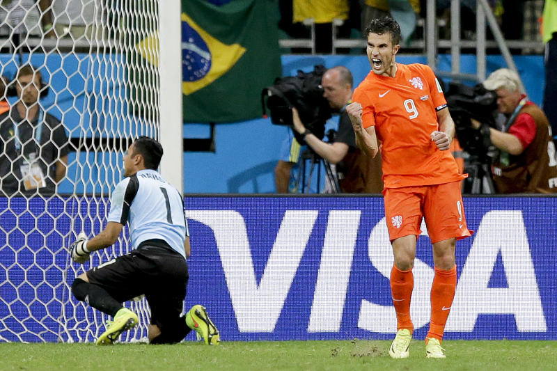 Van Persie's misses nearly cost Dutch at World Cup