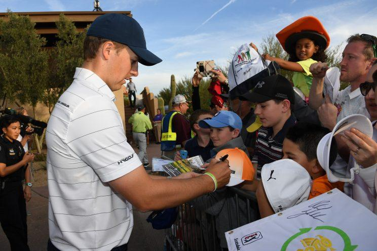 Jordan Spieth lashes out at professional autograph hunters