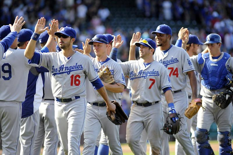 Dodgers win 14th straight on road, top Cubs 1-0