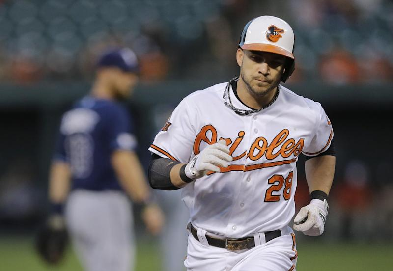 Orioles 1B Pearce leaves with abdominal strain