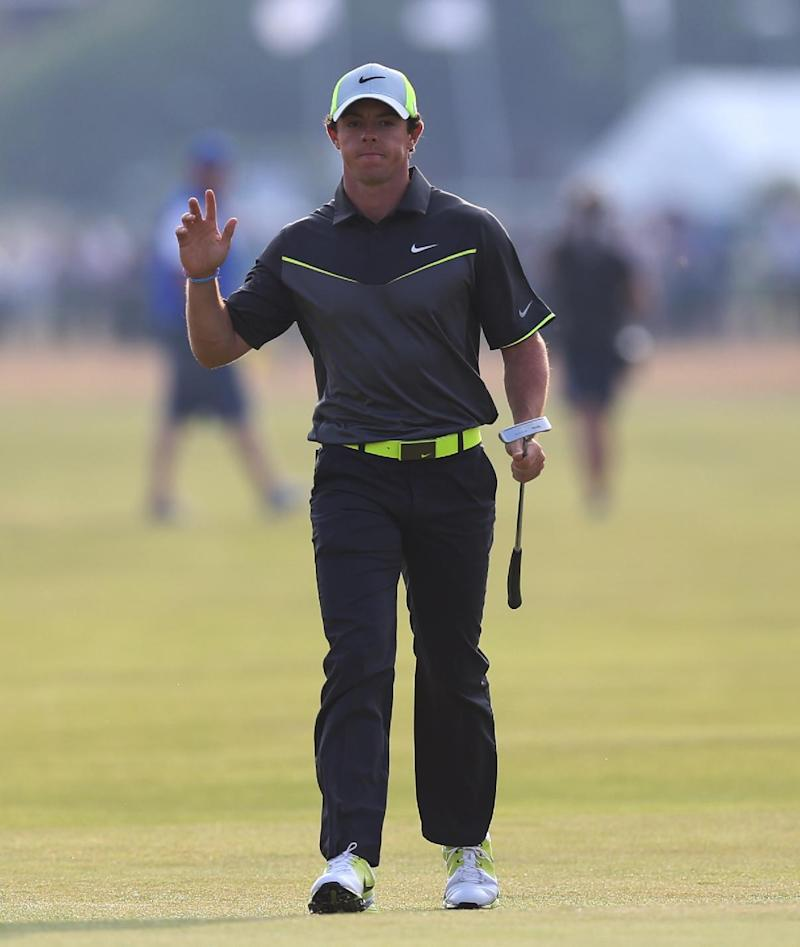 Rory McIlroy builds a 4-shot lead at British Open