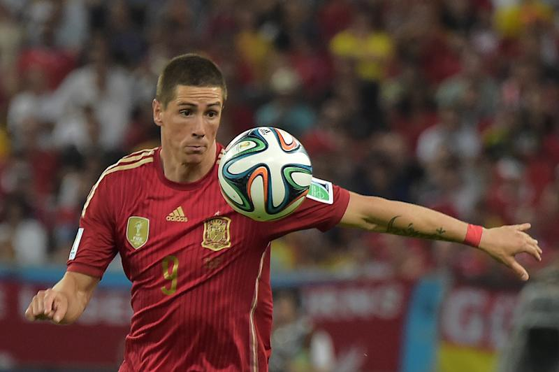 Spain's forward Fernando Torres controls the ball during a World Cup match against Chile in Rio's Maracana Stadium on June 18, 2014
