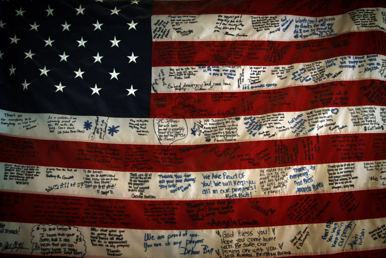 A U.S. flag with greetings from home is decorated in an emergency room of the 28th Combat Support hospital in the Green Zone in Baghdad August 18, 2007.   REUTERS/Damir Sagolj