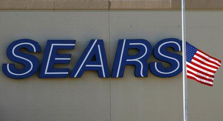 Sears moves to 2Q loss, sales continue to falter
