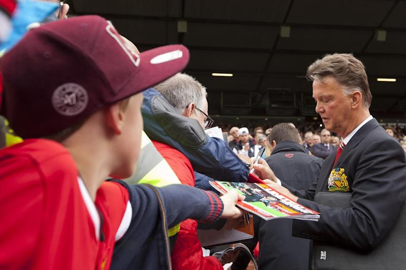 Van Gaal loses first game at Manchester United