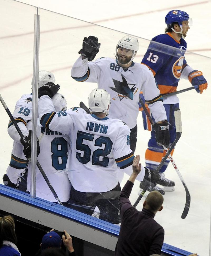 Sharks score 4 times on 26 shots in win over NYI