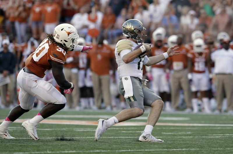 Texas LB Jefferson leaves game, evaluated for head injury