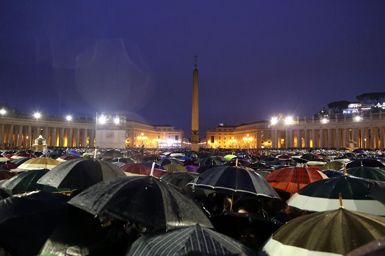 VATICAN CITY, VATICAN - MARCH 13:  People shelter from the rain in St. Peters Square as they await news of the newly elected Pope on March 13, 2013 in Vatican City, Vatican. Pope Benedict XVI's successor, the 266th Pontiff, has been selected by the College of Cardinals in Conclave in the Sistine Chapel.  (Photo by Franco Origlia/Getty Images)