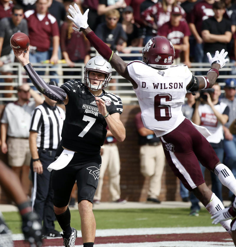 Texas A&M QB Trevor Knight leaves with shoulder injury