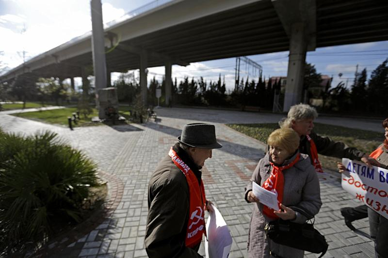 Out of sight: Communists stage 1st Sochi protest