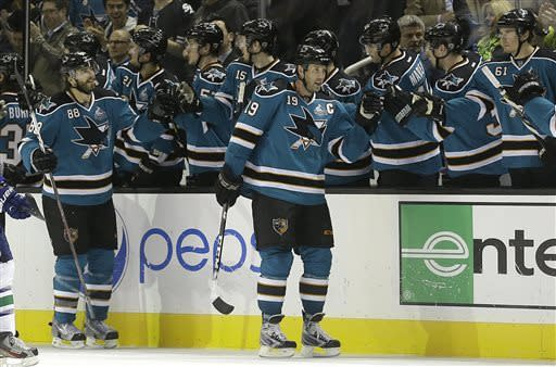 Thornton leads Sharks to 3-2 win over Canucks