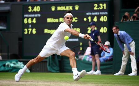 Britain Tennis - Wimbledon - All England Lawn Tennis & Croquet Club, Wimbledon, England - 8/7/16 Switzerland's Roger Federer in action against Canada's Milos Raonic REUTERS/Clive Brunskill/Pool