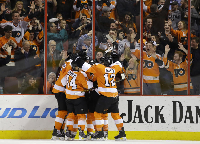 Giroux rallies Flyers past Columbus, 5-4