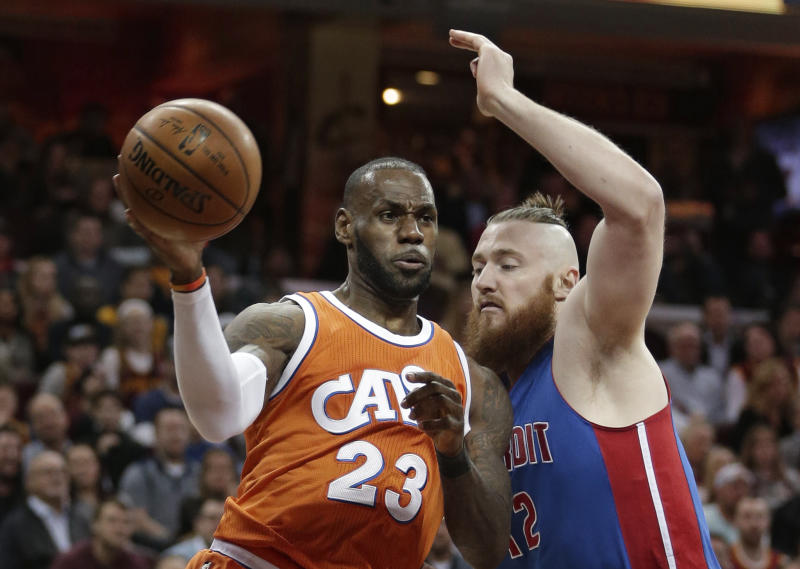 LeBron carries Cavaliers to big win over Pistons