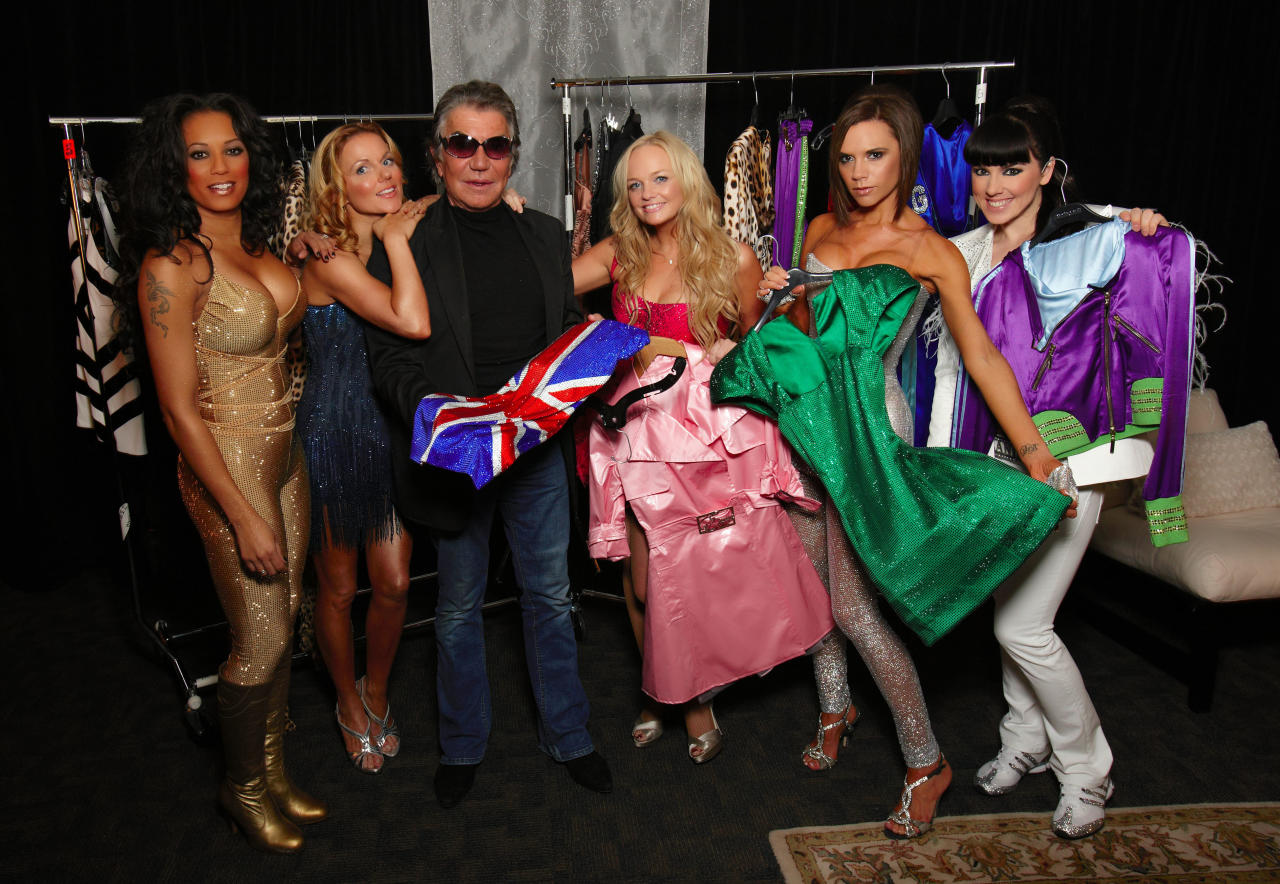 NEW YORK - FEBRUARY 06: *** EXCLUSIVE ACCESS ***  Melanie Brown, Geri Halliwell, Emma Bunton, Victoria Beckham, and Melanie Chisholm of the Spice Girls pose with designer Roberto Cavalli backstage during The Return of Spice Girls World Tour at the Nassau Coliseum on February 06, 2008 in New York. (Photo by MJ Kim/Spice Girls LLP via Getty Images)
