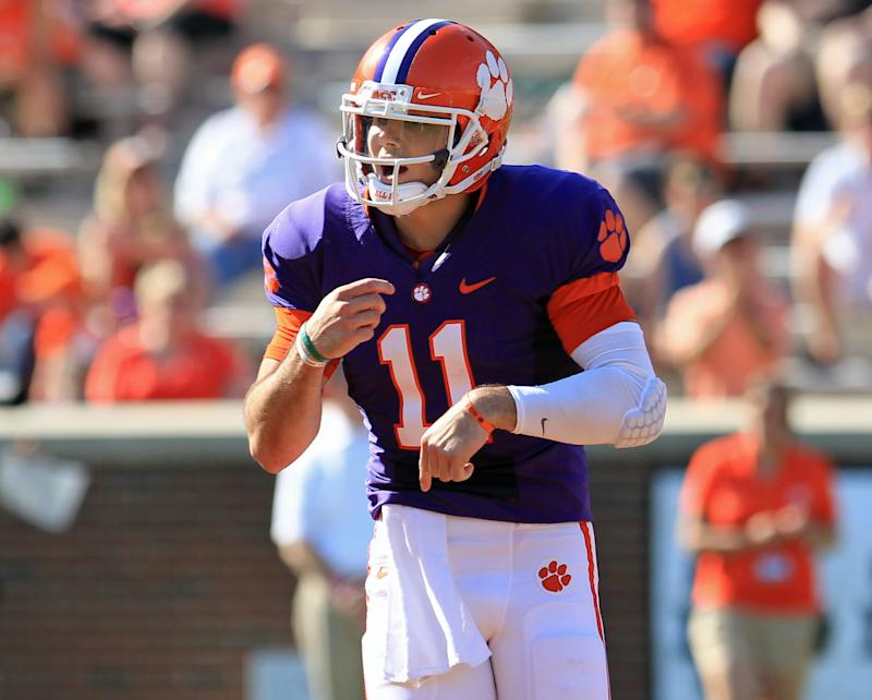 Clemson dismisses QB Kelly after sideline argument