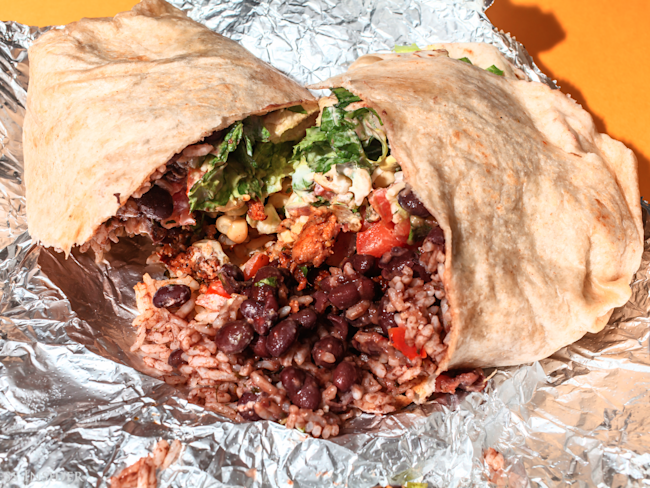 Customers suing Chipotle over '300-calorie burrito'