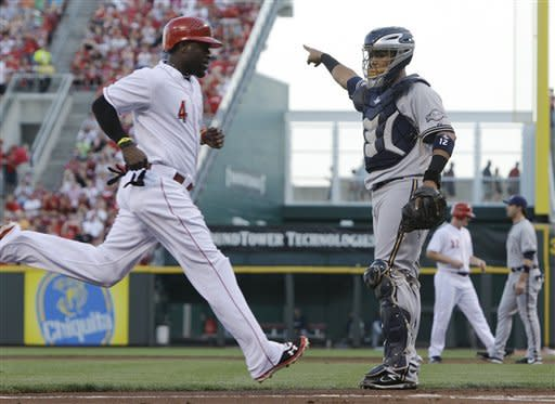Ludwick, Phillips HRs lead Reds over Brewers 6-2