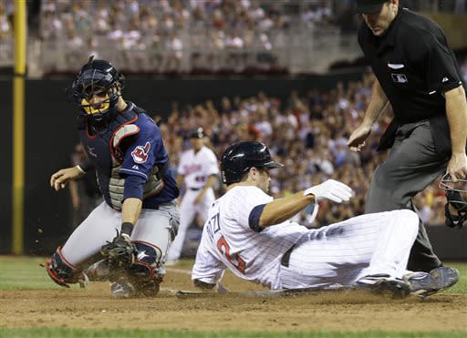 Mauer's single helps Twins top Indians 3-2