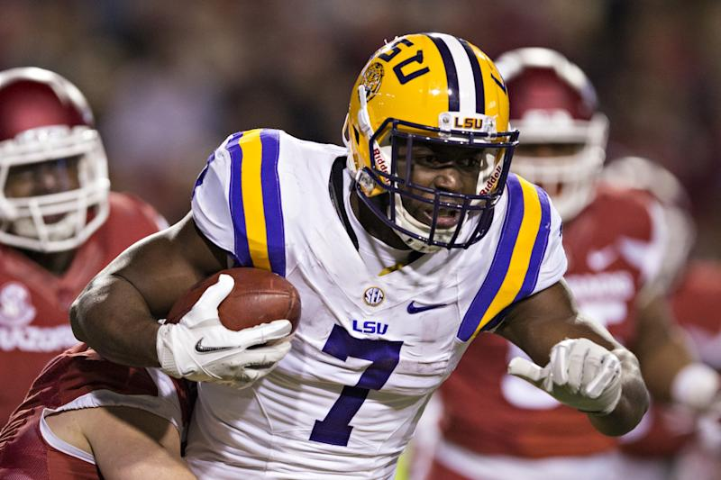 LSU's Fournette sitting out bowl, ending collegiate career