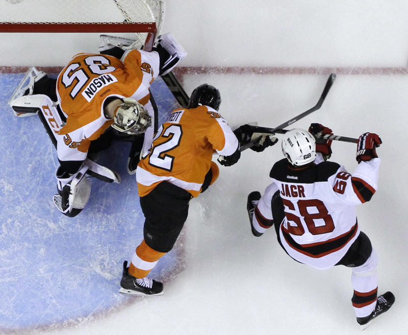 Jagr's 3rd-period goal lifts Devils over Flyers