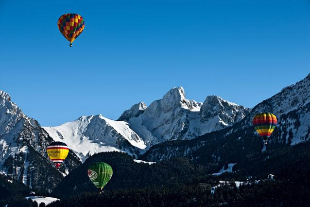 Hot-air ballooning. Photo: Swiss Tourism - The rush: Front-row views of the Alps and the surrounding ski resorts. Season: The International Hot-Air Balloon Festival takes place in January, but you can fly all year-round. CNT tip: Sign up in advance for a flight voucher with Ballon Château-d'Oex. (www.ballonchateaudoex.ch)
