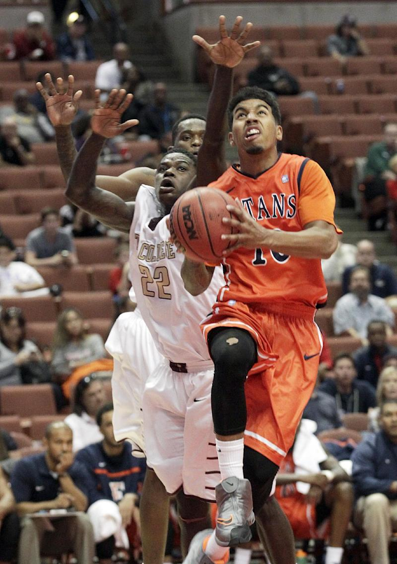 Charleston clamps down on cold Fullerton, 61-48
