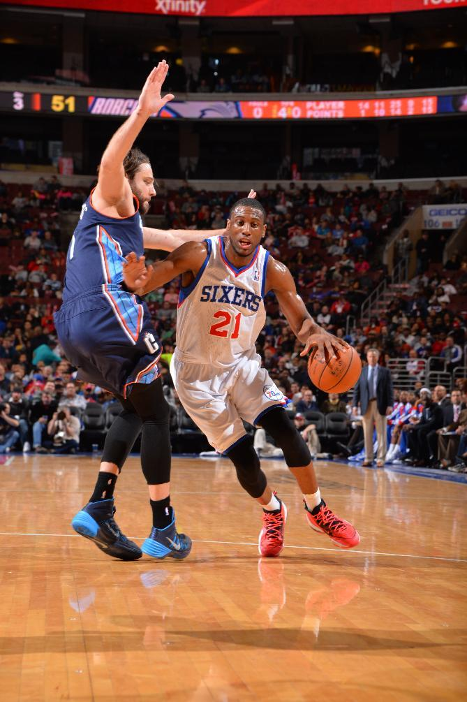 Young's late 3 lifts 76ers past Bobcats, 95-92