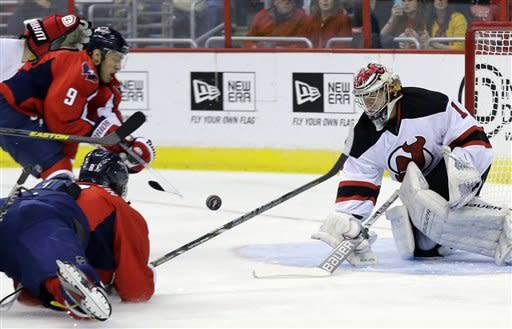 Ovechkin's hat trick leads Caps past Devils 5-1
