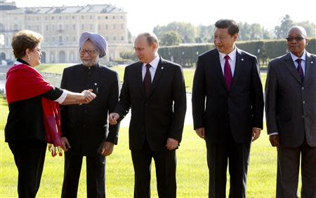Brazil's President Dilma Rousseff gestures next to India's Prime Minister Manmohan Singh, Russia's President Vladimir Putin, China's President Xi Jinping and South African President Jacob Zuma (L-R) as they pose for a picture after a BRICS leaders' meeting at the G20 Summit in Strelna near St. Petersburg, September 5, 2013. REUTERS/Sergei Karpukhin