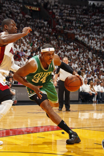 Celtics take control of East, beat Heat 94-90