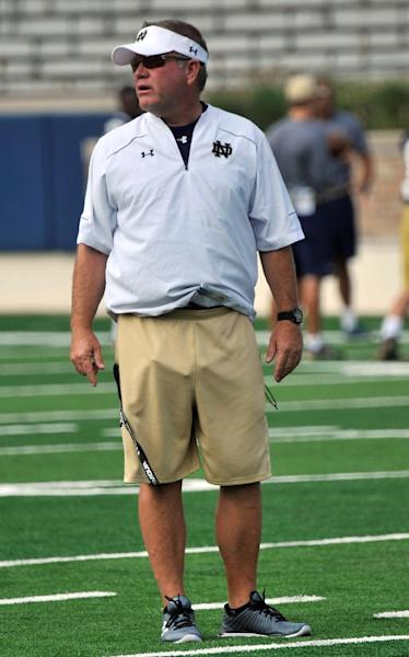 Notre Dame coach Brian Kelly talks to his players at practice. (AP)