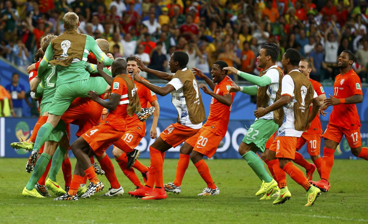 Goalkeeper Tim Krul of the Netherlands celebrates with teammates after the penalty shootout in the 2014 World Cup quarter-finals between Costa Rica and the Netherlands at the Fonte Nova arena in Salvador July 5, 2014. REUTERS/Paul Hanna (BRAZIL - Tags: TPX IMAGES OF THE DAY SOCCER SPORT WORLD CUP)
