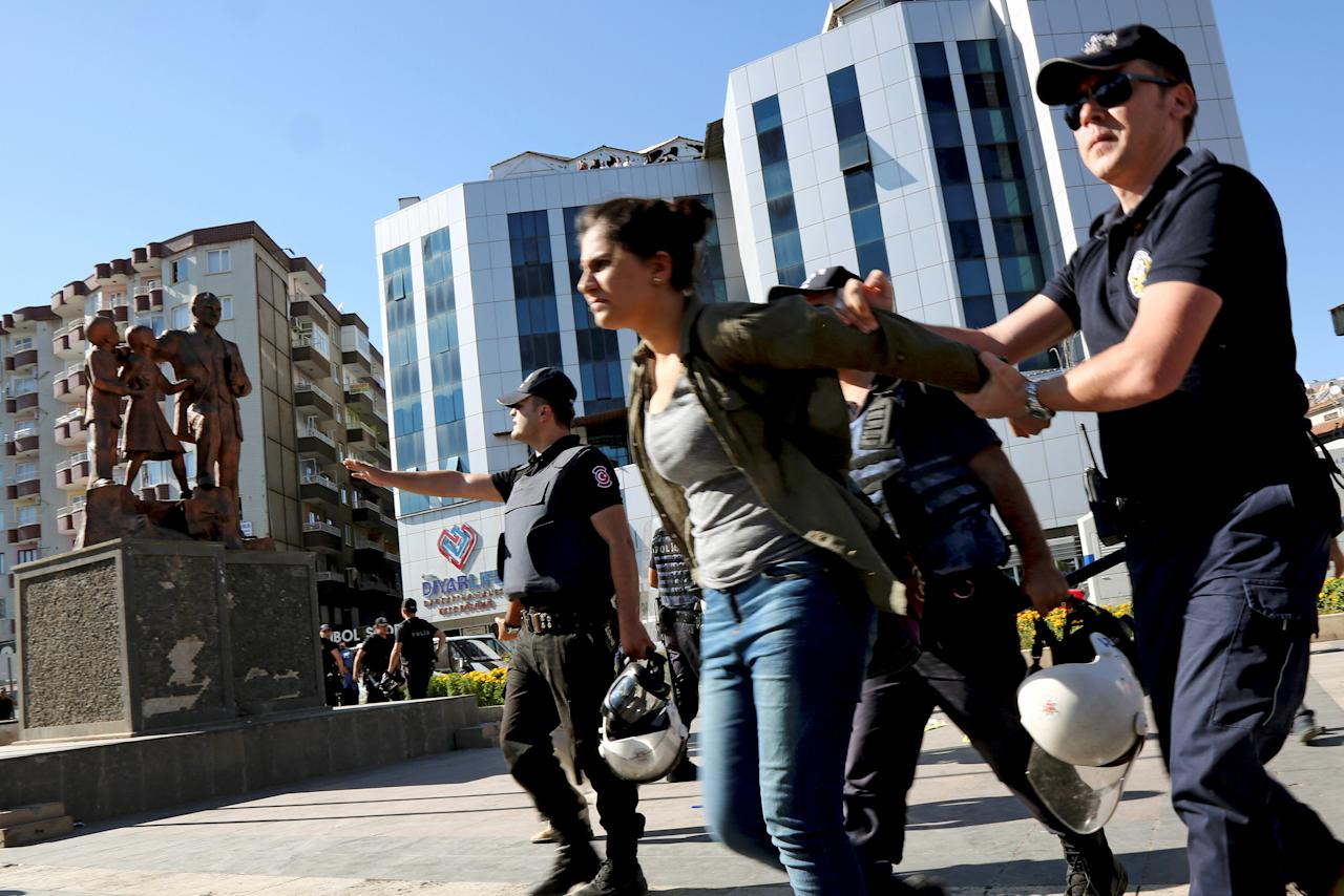 Riot policemen detain a demonstrator during a protest against the suspension of teachers from classrooms over purported links with Kurdish militants, in Diyarbakir, Turkey, September 19, 2016. REUTERS/Sertac Kayar