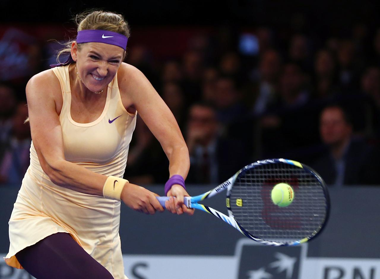 NEW YORK, NY - MARCH 04:  Victoria Azarenka of Belarus returns a shot to Serena Williams of the USA during the BNP Paribas Showdown on March 4, 2013 at Madison Square Garden in New York City.  (Photo by Elsa/Getty Images)